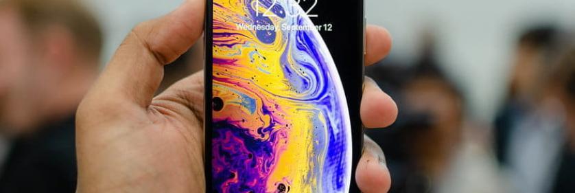 Фирменная бровь на передних панелях iPhone Xs и iPhone Xr раздражает пользователей